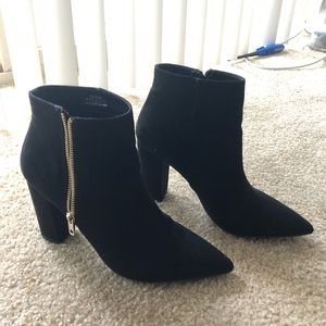 Heeled pointed booties